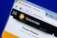 Ryazan Ryssland - Maj 20, 2018: Homepage av den FanSerials websiten på skärmen av PC:N, url - FanSerials info royaltyfria bilder