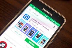 Ryazan Ryssland - Maj 04, 2018: Symbol för QuickPic fotogalleri i listan av mobila apps på skärmen av mobiltelefonen arkivbild