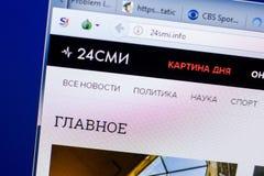 Ryazan Ryssland - Maj 08, 2018: website 24smi på skärmen av PC:N, url - 24smi info fotografering för bildbyråer