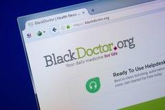 Ryazan Ryssland - September 09, 2018: Homepage av den svarta doktorswebsiten på skärmen av PC:N, url - BlackDoctor org arkivfoto