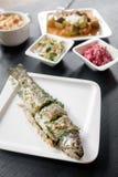 ryba piec na grillu talerz Zdjęcie Royalty Free