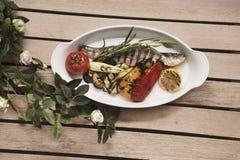 ryba piec na grillu warzywa fotografia stock