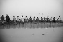 Rybacy ciągną sieć ah bizhyuteriya goa ind indyjski pobliski morze handluje kobiety Obrazy Royalty Free