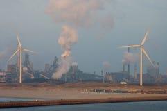 Wiatrowa energia, zanieczyszczenie i istota ludzka Obrazy Royalty Free