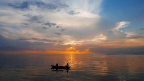 rybacy maggiore Włochy jezioro wschód słońca zbiory wideo