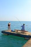 Rybacy na molu Zdjęcia Royalty Free