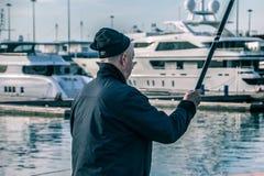 Rybacy na tle czarni denni jachty obraz royalty free
