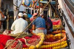 Rybacy odpoczywają po tym jak ciężkiego dnia ` s praca Obraz Royalty Free