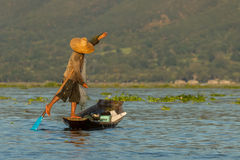 Rybacy przy Inle jeziorem Obraz Stock