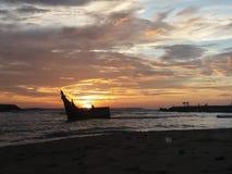 Rybacy przychodzi do domu od morza Zdjęcie Royalty Free