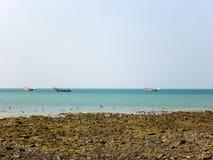 Rybacy ruchliwie w połowie przy Masirah wyspą, Oman Obraz Stock