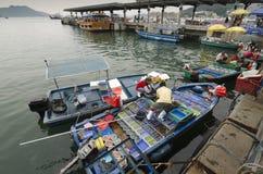 Rybacy TARGET164_1_ Owoce morza Blisko Brzeg obrazy stock
