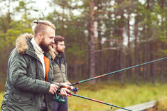 Rybacy z przędzalnianymi prąciami łapie ryba Zdjęcia Stock