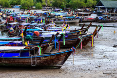 Rybak łódź przy rybim rynkiem fotografia royalty free