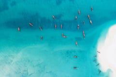 Rybak łodzie i biała piaskowata plaża przy Kendwa fotografia royalty free