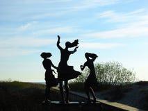 Rybak córki rzeźbią blisko morza bałtyckiego, Lithuania obrazy stock