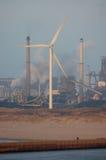 Wiatrowa energia, zanieczyszczenie i istota ludzka Zdjęcia Royalty Free