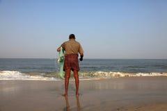 Rybak trzyma jego sieć rybacką Zdjęcia Royalty Free