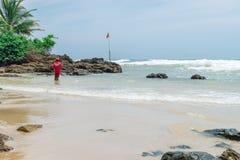 Rybak w naturze przy Itacarezinho plażą Zdjęcia Stock