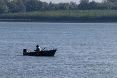 Rybak w łodzi na Danube rzece Obrazy Royalty Free