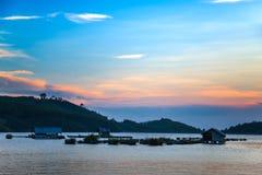 Rybak wioska na jeziorze w zmierzchu Zdjęcia Royalty Free