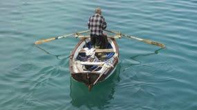 Rybak z jego łodzią Obraz Stock