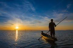 Rybak z pięknym wschodem słońca Zdjęcie Stock