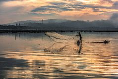 Rybaka łapania ryba wczesny poranek Obraz Royalty Free