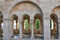 Rybaka bastion w lecie szklany architektury centrum odzwierciedlenie szczegół stropnic zakupy Budapest, Węgry fotografia stock
