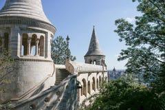 Rybaka bastion w lecie szklany architektury centrum odzwierciedlenie szczegół stropnic zakupy Budapest, Węgry Zdjęcia Stock