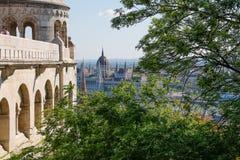 Rybaka bastion w lecie szklany architektury centrum odzwierciedlenie szczegół stropnic zakupy Budapest, Węgry Zdjęcie Royalty Free