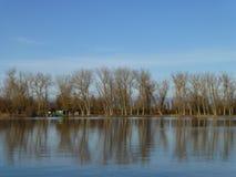 Rybaka dom na jeziorze obraz royalty free