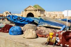 Rybaka dosypianie w schronieniu w Essaouira Zdjęcia Royalty Free