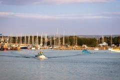 Rybaka iść łowić morze w wczesnym poranku krocz zdjęcia stock