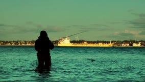 Rybaka i ładunku statek przy zmierzchem, Laboae linia brzegowa, Kiel zdjęcie wideo