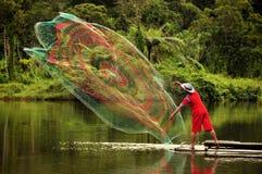Rybaka miotania sieć rybacka na jeziorze Fotografia Royalty Free