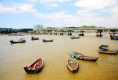 Rybi łódkowaty nabrzeże na Dongtou wyspy okręgu administracyjnym fotografia royalty free