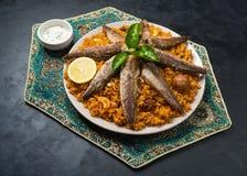 Rybi Biryani Saudyjczyk - arabski Rybi Kabsa Odgórny widok zdjęcia stock