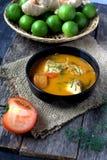 Rybi curry w czarnym pucharze Fotografia Royalty Free