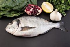 Rybi dorade na czarnym tle obraz stock