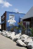Rybi graffiti na ściana z cegieł restauracja Obrazy Stock