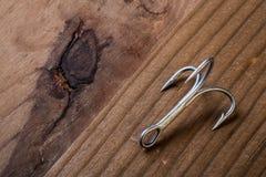 Rybi haczyk na drewnianym tle zdjęcie stock