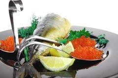 Rybi i czerwony kawior na czerni Zdjęcie Royalty Free