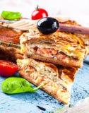 Rybi kulebiak z łososiem i pomidorami Obraz Royalty Free