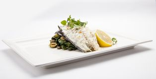 Rybi naczynie - smażący rybi polędwicowy i warzywa, Smakowity zdrowy piec Zdjęcie Stock