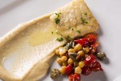 Rybi naczynie - smażący rybi polędwicowy z warzywami Zdjęcia Royalty Free