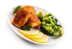 Rybi naczynie - smażący rybi przepasuje i warzywa Obrazy Royalty Free