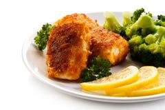 Rybi naczynie - smażący rybi przepasuje i warzywa Zdjęcia Stock