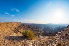 Rybi Rzeczny jar, sceniczny podróży miejsce przeznaczenia w Południowym Namibia Ostatni światło słoneczne na halnych graniach Sze Obraz Royalty Free