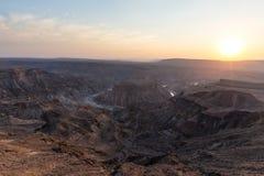 Rybi Rzeczny jar, sceniczny podróży miejsce przeznaczenia w Południowym Namibia Ostatni światło słoneczne na halnych graniach Sze Obraz Stock